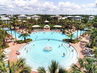 The Seacrest lagoon pool is just a short walk away.