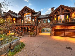 Ski in/out home, panoramic mountain views and private hot tub - Dancing Bear