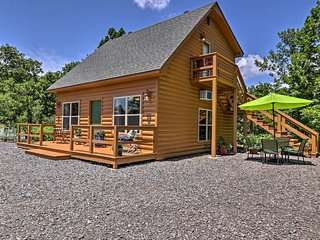 NEW! Cozy Cottage Loft on 55 Acres by Lake Conway!