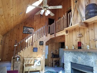 Beautiful Cabin in a Peaceful 4 Season Resort with Club House Amenities