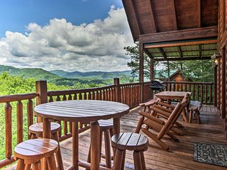Sevierville Cabin w/Hot Tub & Views-Near Dollywood