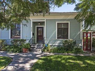 Newly updated central Santa Barbara home with fenced yard - Downtown Villa