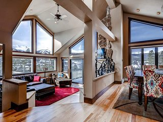 Mountain views, private hot tub, walkable to downtown - Gold Flake Views