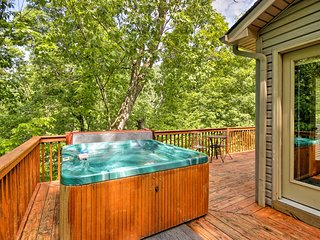 NEW! Massanutten Home w/Hot Tub, Pool Table & Deck