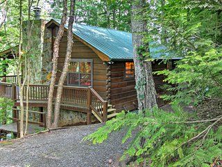 NEW! Blue Ridge Cabin w/Hot Tub & Table Tennis!