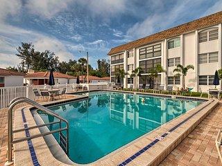 NEW! Sunny Siesta Key Condo w/Pool -Walk to Beach!