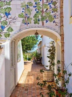 Pathway/ramped to back entrance Girassol