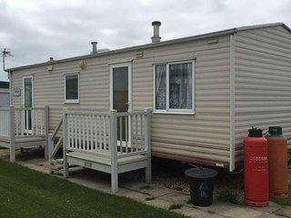 2 BEDROOM CARAVAN  INGOLDMELLS SKEGNESS