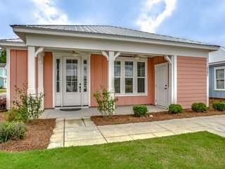 NEW! Single Level Luxury Bungalow,Wifi & Parking, 2 BR 2 BA at Barefoot Golf Res