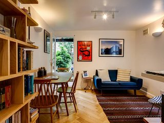 Cosy 2 Bed apt with Romantic Garden in Hackney