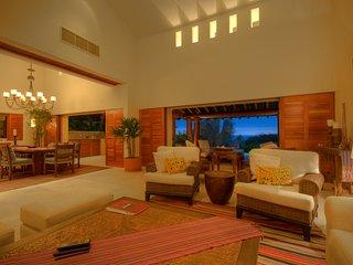 Four Seasons Private Villa w/Premiere Membership, Chef, Concierge & Ocean Views!