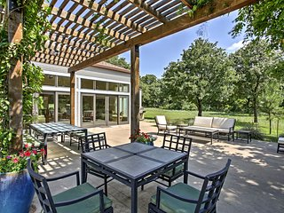 Whitesboro Cottage on 80-Acre Horse Farm!