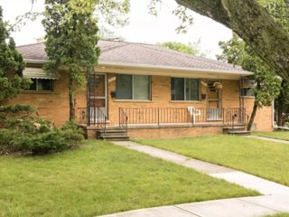 Nice, Clean, Modern 2 Bedroom Duplex -1mi from U of M Stadium and Downtown!