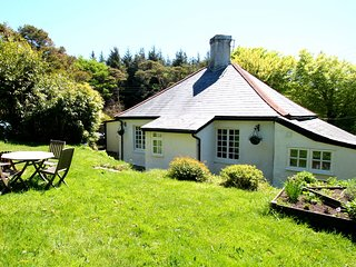 Yearnor Moor Lodge, Culbone - Charming 'honey-pot' cottage, dog friendly, sleeps