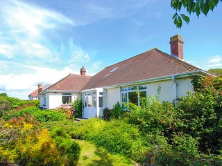 IC110 Cottage situated in Totland Bay