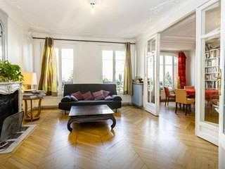 Spacious Montmartre Classic Family apartment in 18eme - Montmartre with WiFi & l
