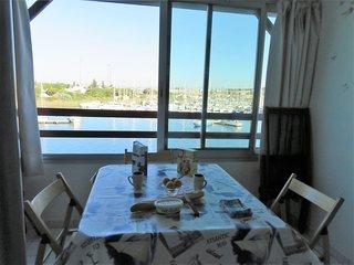 Appartement F2 4 ème étage, vue mer, piscine
