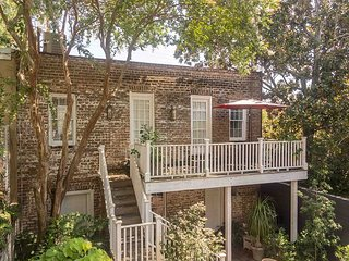 Carriage House Studio w/ Charming Courtyard - Walk to Iconic Forsyth Park!
