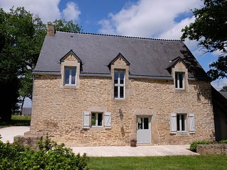 BOOK NOW! LAST MINUTE AVAILABILITY. Ideal for families, near Josselin, Brittany.