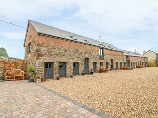 SWIFT BARN, open-plan, English Riviera, WiFi.