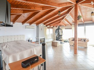 Comfy & Large Family Attic Home near the Beach
