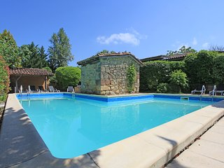 Carrouze with private heated pool, jacuzzi and large gardens