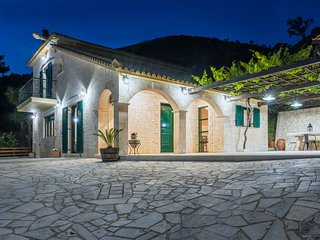 Villa Kanalos 4-bedroom Holiday House