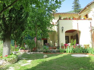 Romantisches Ferienhaus in ruhiger Lage mit Terrassen und Garten neu renoviert