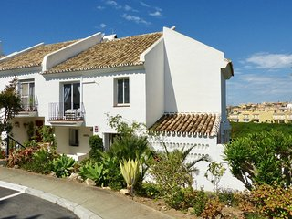 Fabulous 3 bedroom family townhouse with secure, private garden and pool