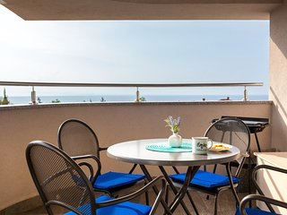 Beautiful apartment Ivana with a sea view