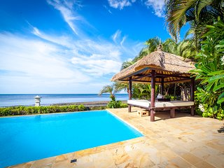 Holiday Beachfront Villa Lovina, FREE breakfast!