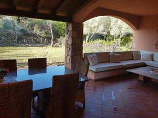 Splendido trilocale con piscina, giardino, veranda