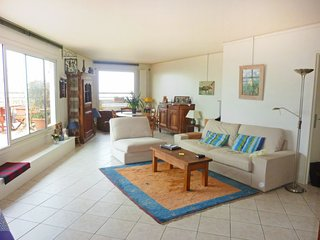2 bedroom Apartment in Les Lilas, Île-de-France, France : ref 5046495