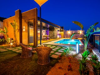 Beautiful New Comtemporary Honeymoon Villa with Secluded Pool & Panoramic Views