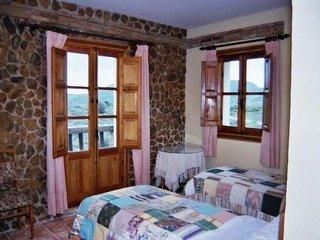 Habitacion doble Romero con bano y terraza  con vistas a Sierra Nevada