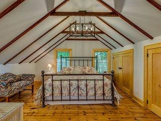 Victorian Seasons 1 bedroom Carriage House Duplex