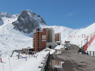 apartment** 26m2 parking prive numerote balcon plein sud face  Montagne .