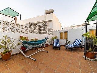 Precioso apartamento con patio interior y terraza en el corazon de Nerja.