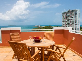Seaview Paradise- Gorgeous, Penthouse W/rooftop Terrace