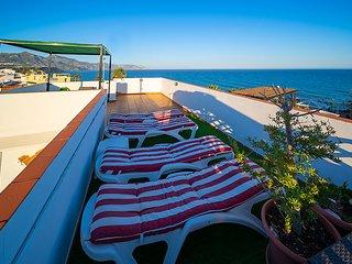 Ático con impresionante terraza con vistas al mar y al Balcón de Europa