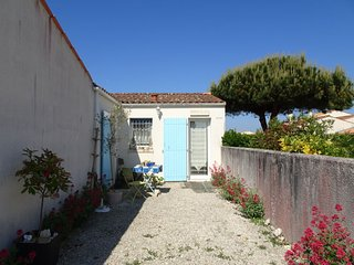 2 bedroom Villa in L'Ile d'Oleron, Nouvelle-Aquitaine, France : ref 5046853