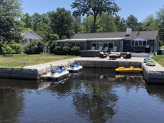 Waterfront Vacation Rental on Lake Winnisquam (BUR16Wfc)