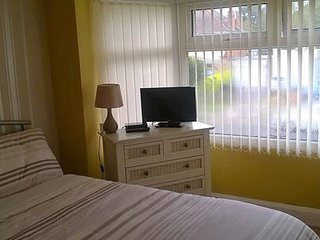 Furnished Room let with shared fully fitted kitchen and shower room - Bedroom 1