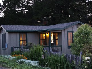 AppleGarden Cottage; a luxury bed-and-breakfast on an organic apple farm