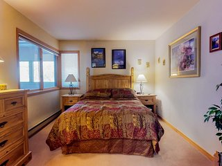 NEW LISTING! Cozy condo w/ views, shared pool & hot tub -350 yards to slopes