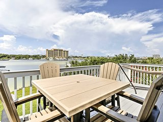 Destin Condo w/ Beach Access, Boat Slip & Patio!