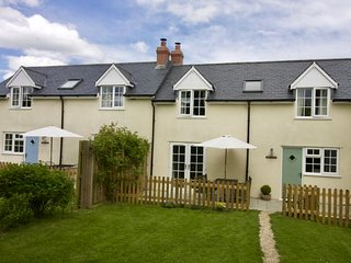 ROSE COTTAGE , Pole Rue Farm, edge of pretty village of Combe St Nicholas