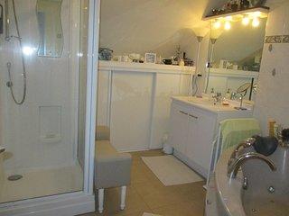 Jolie chambre (bleue) proche Paris & Disneyland