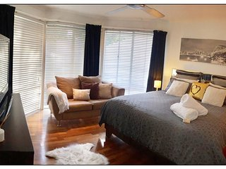 GEORGEOUS MASTER SUITE - HOUSE GOLD COAST. PRIVATE WITH A POOL. FULLY EQUIPPED.
