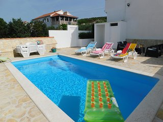 Swimming Pool Apartment, Great Sea Views from balcony - Lea
